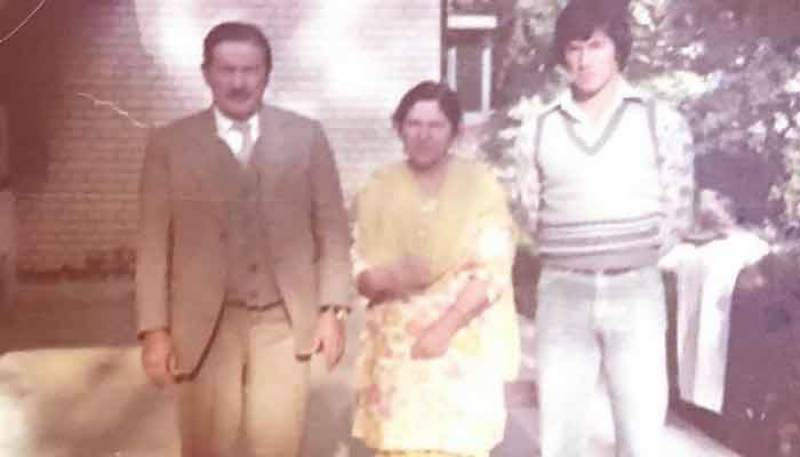 PM Imran shares nostalgic picture with parents from 1976