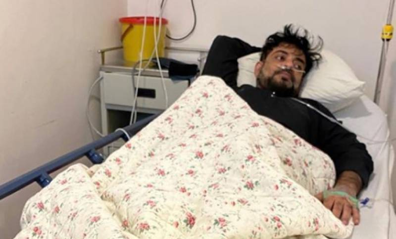 Amir Liaqat requests people to pray for his recovery from coronavirus