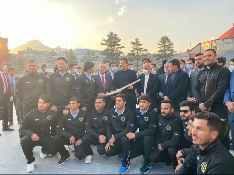 Afghan cricket team presents signed bat to Pakistan PM