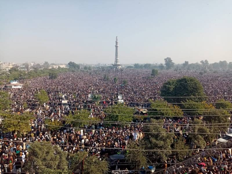 IN PICS: Thousands gather at Minar-e-Pakistan for Khadim Hussain Rizvi's funeral prayers