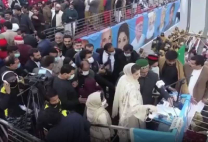 Maryam leaves PDM Peshawar rally after grandmother's death in London