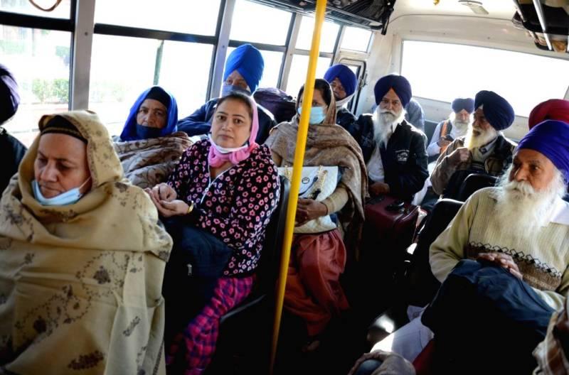 Sikh pilgrims reach Pakistan for Guru Nanak's birth anniversary