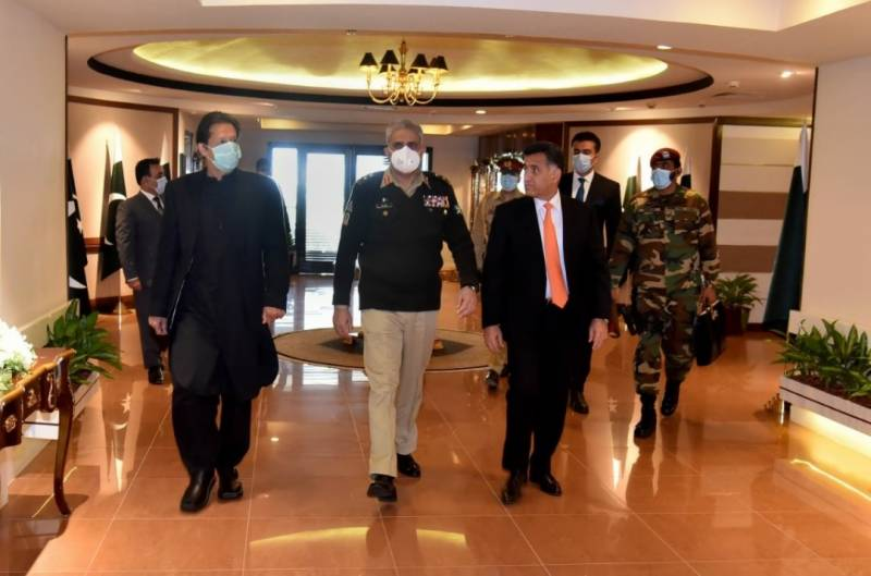 PM Imran visits ISI headquarters, briefed on national security