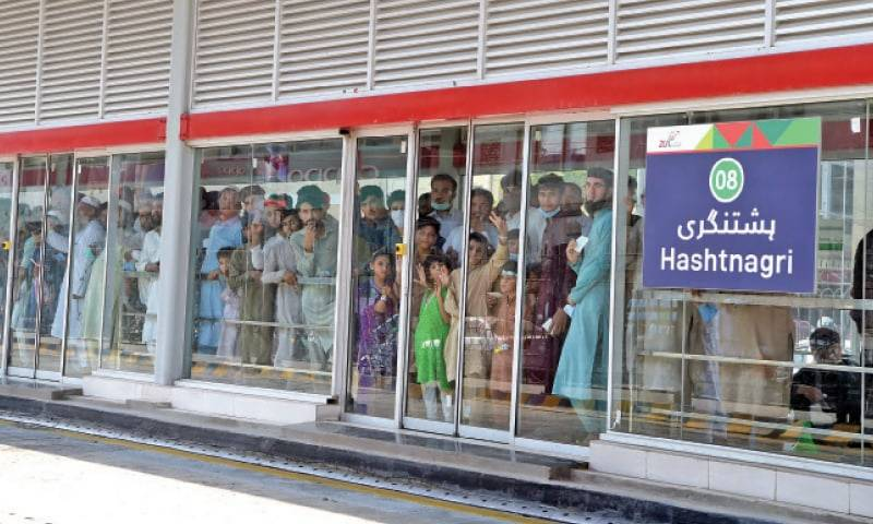 Over 50 arrested for violating COVID-19 SOPs at Peshawar metro stations