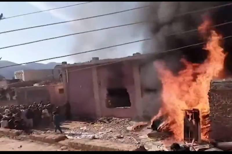 Mob burns down shrine of Hindu saint in KP