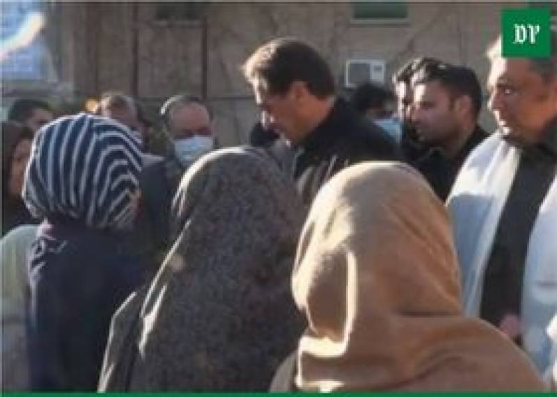 Machh massacre – PM Imran meets victim families of Hazara community in Quetta (VIDEO)