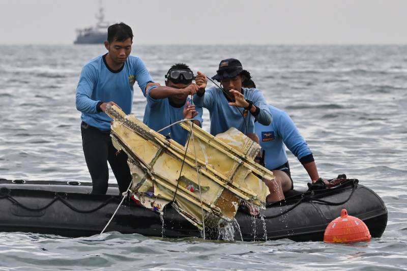 'Black Boxes' – Indonesia says located wreckage of crashed plane; no signs of survivors