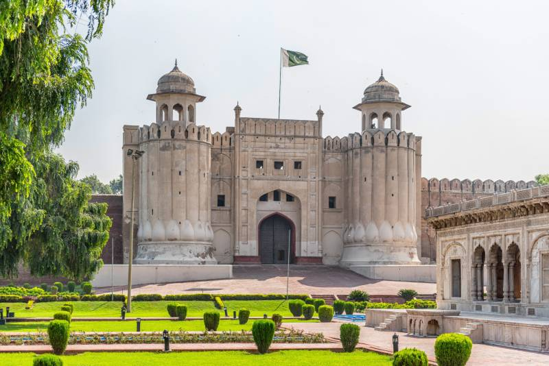 Man falls to death while taking selfie at Lahore Fort