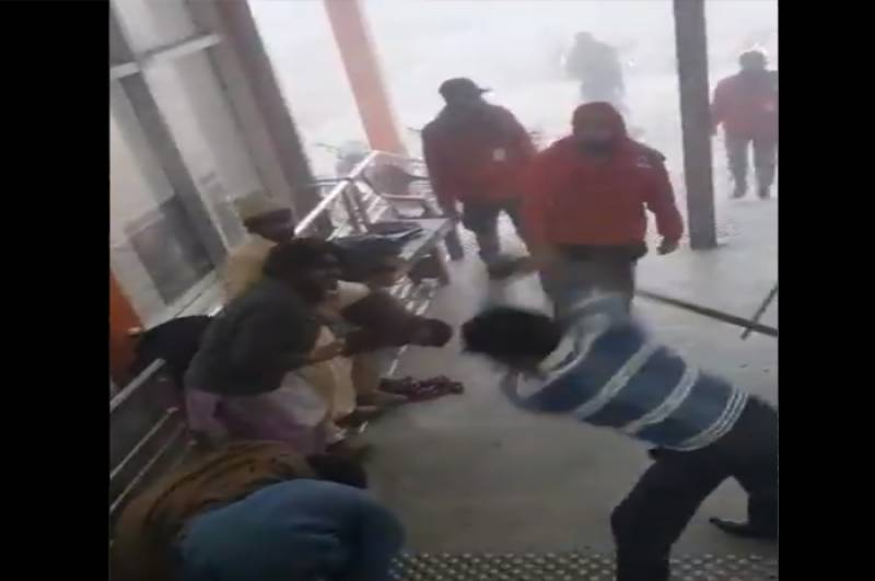 Orange Line officials brutally thrash labourers for taking shelter beneath station in Lahore (VIDEO)