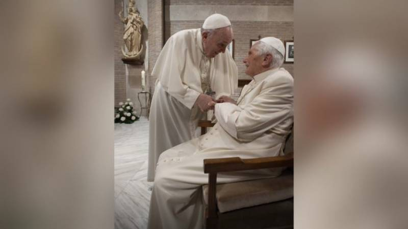 Pope Francis and his predecessor vaccinated against Covid-19