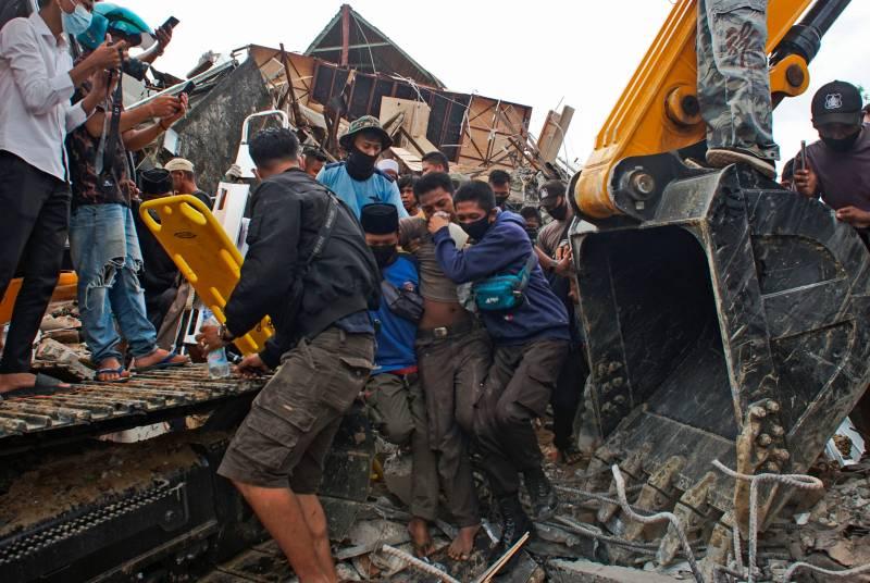 Strong earthquake kills dozens, injures hundreds in Indonesia