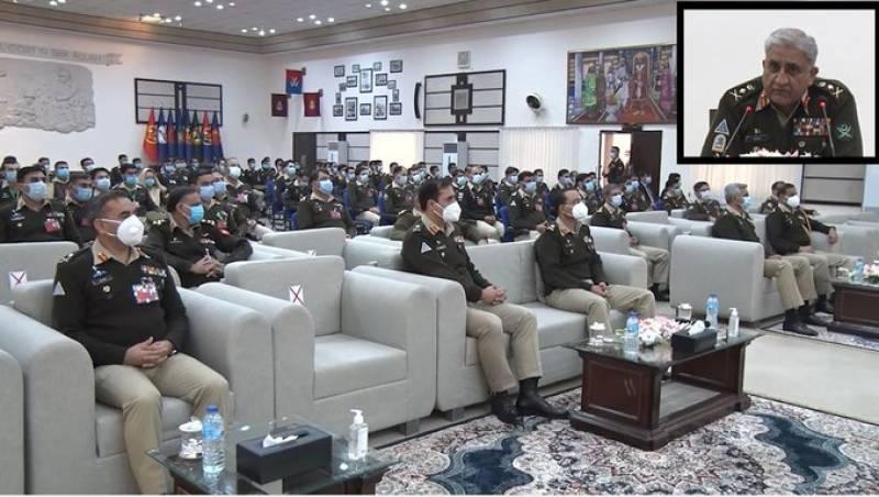 COAS Bajwa visits Sialkot garrison, appreciates officers' devotion to defend Pakistan