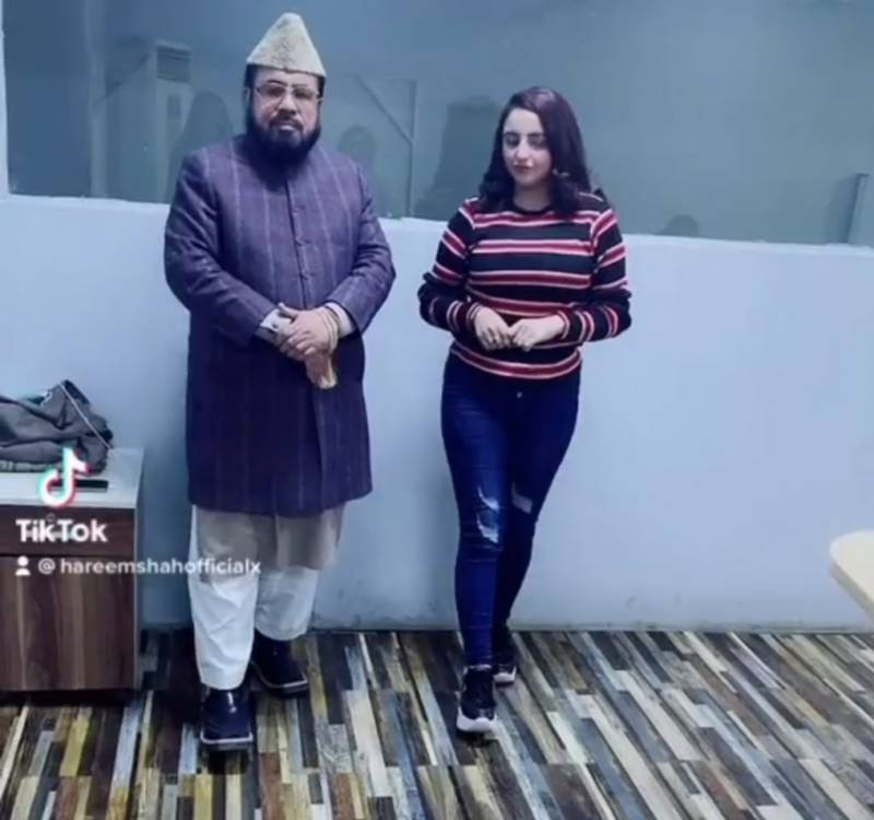 WATCH – Hareem Shah leaks another private video of Mufti Abdul Qavi