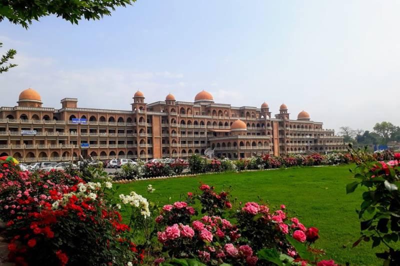 Peshawar University denies full salary to employees amid financial constraints
