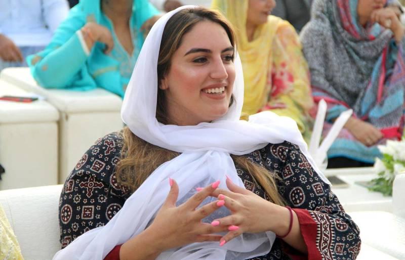 Bakhtawar gets a special wedding gift from Asif Zardari