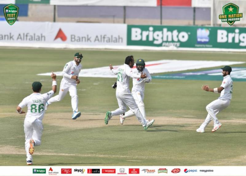 #PAKvSA – South Africa all out for 220 against Pakistan in 1st Test