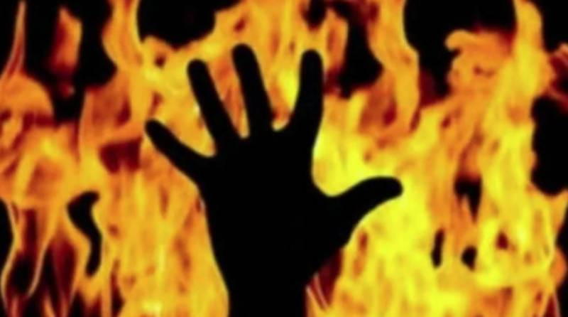 Multan landlord sets servant ablaze for 'demanding salary'