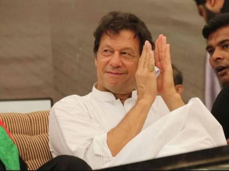 PM Imran hails CM Buzdar for razing 'palaces' of land mafia