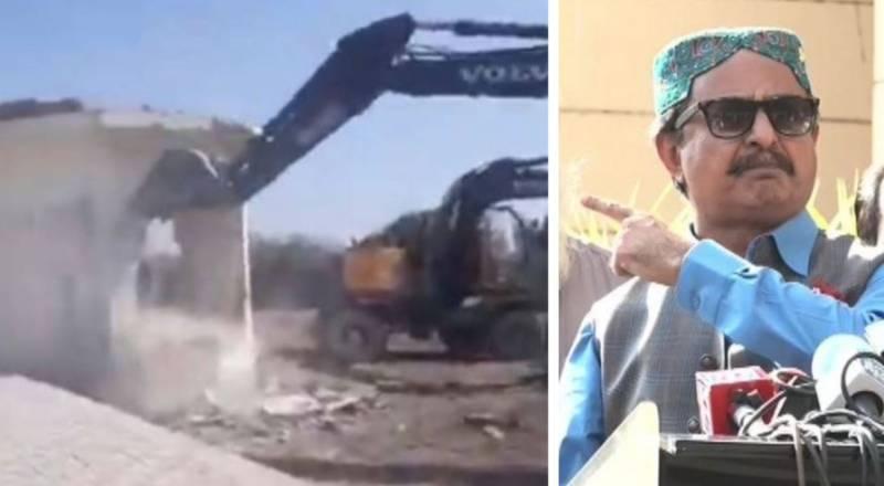 WATCH – SBCA razes farmhouse of PTI's Haleem Adil in Malir