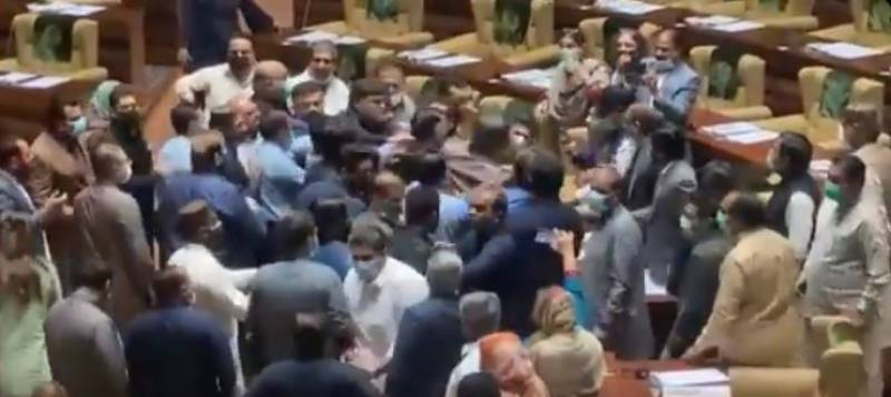 Ruckus in Sindh Assembly as PTI lawmakers beat up 'rebel' party members (VIDEO)