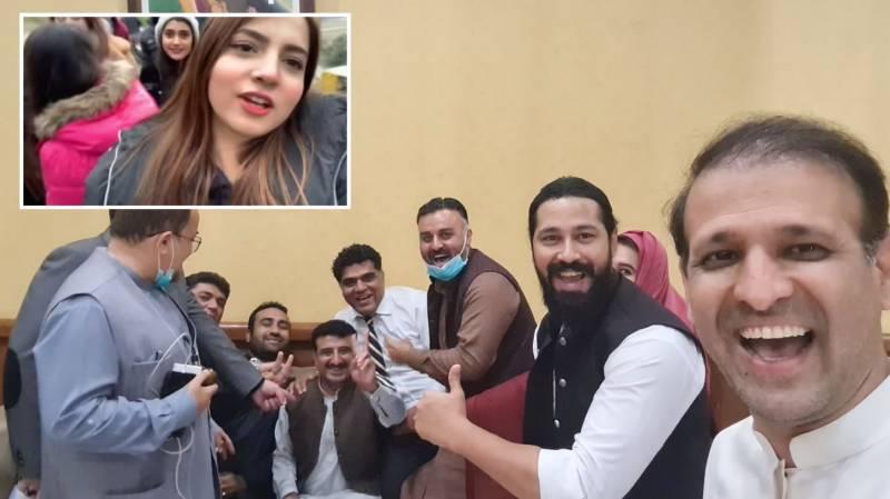 PTI lawmakers join #PawriHoRahiHai trend with 'rebel' Karim Buksh Gabol (VIDEO)