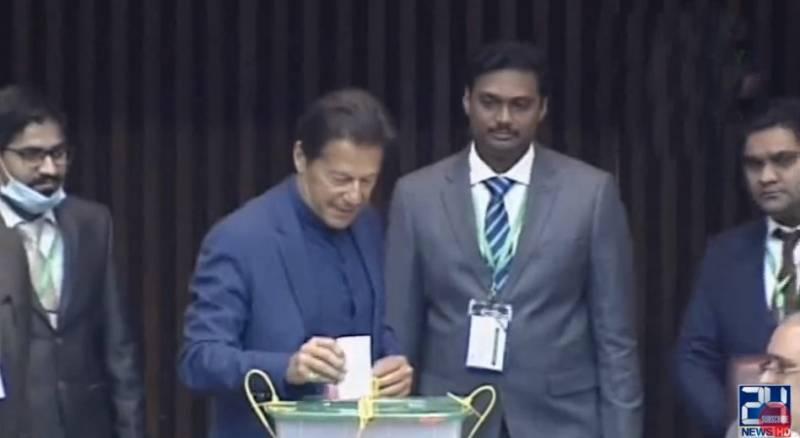 Senate Election 2021 – PM Imran casts his vote in Senate (VIDEO)
