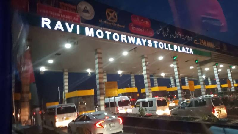 Toll plaza staff beat up FIA officer for 'not paying' toll tax
