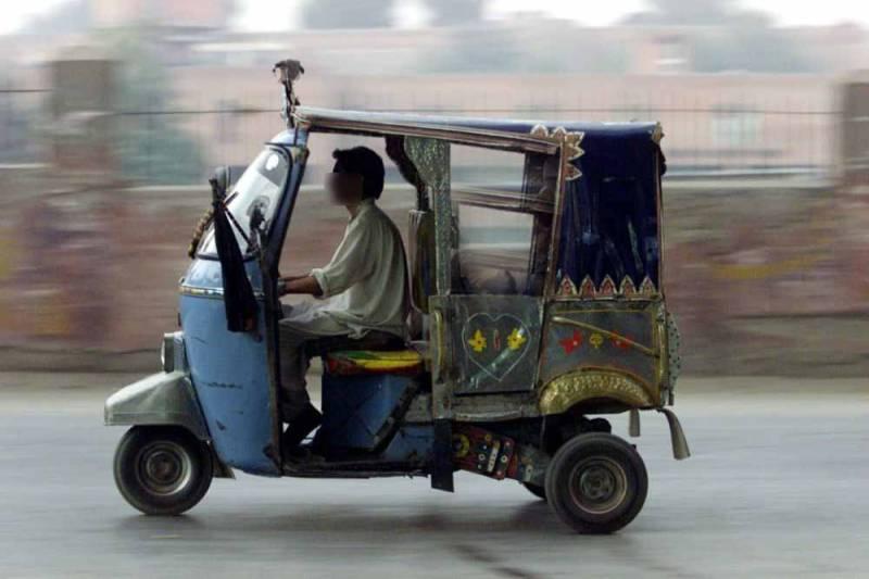 Karachi woman beats up driver for 'jerking off' inside rickshaw (VIDEO)