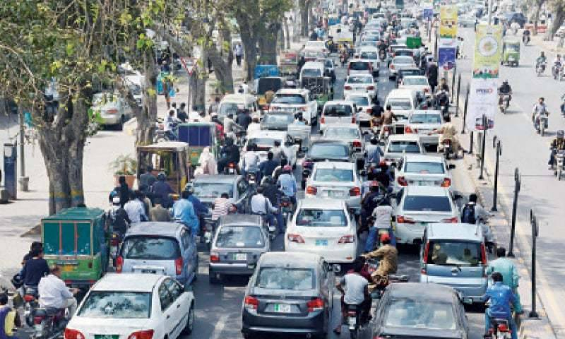 Lahore suffers traffic jams as restaurants' employees protest against COVID-19 restrictions