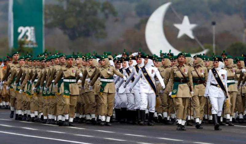 #RealAuratMarch – Female military officers' squad at Pakistan Day parade is the epitome of women empowerment