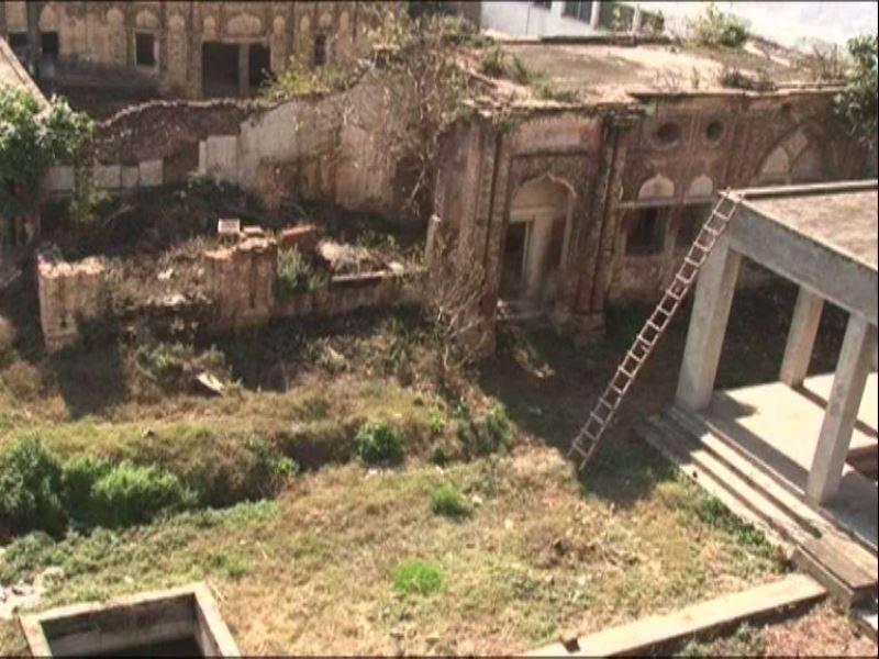 100-year-old Hindu temple damaged in Rawalpindi attack (VIDEO)