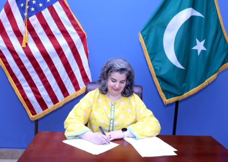 US Consul General Catherine Rodriguez, VC UoS Dr Ishtiaq Ahmad sign MoU to renewLincoln Corner partnership