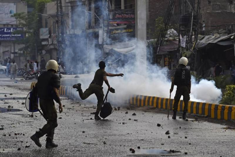 2 cops among 7 killed as TLP violent protests continue for third day (VIDEO)