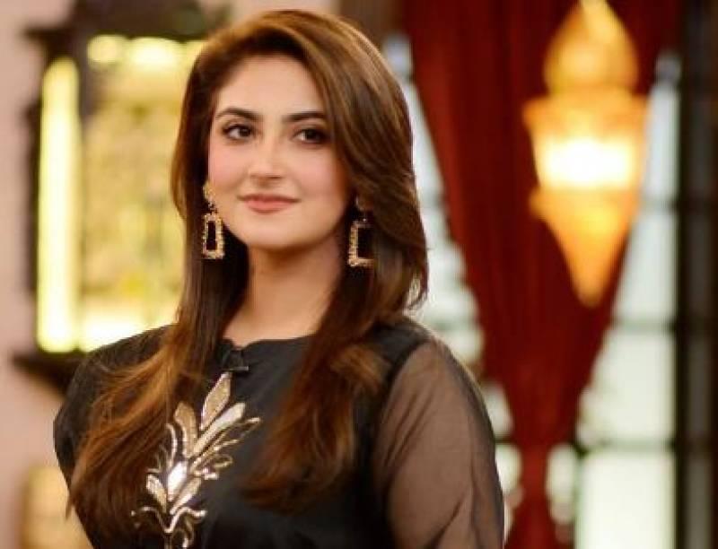 Hiba Bukhari wins hearts by reciting Naat