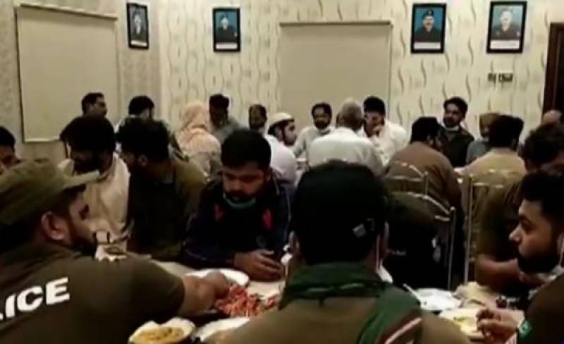 WATCH - Vehari cops share Sehri, Iftar with detained TLP protesters