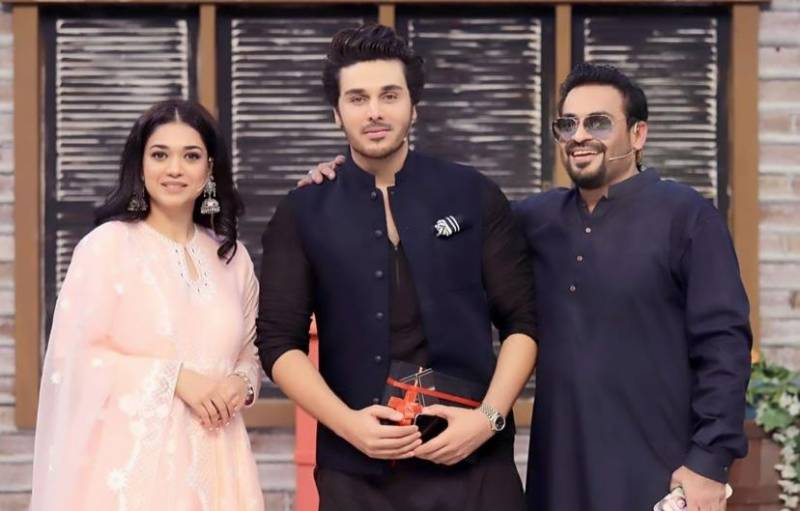 Aamir Liaquat publicly apologises to Ahsan Khan over angry text messages