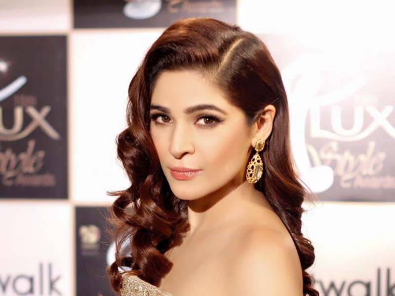 Ayesha Omar calls out the students disrespecting Shafqat Mahmood