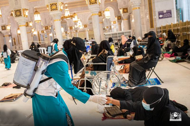 First female workers seen at Grand Mosque in Saudi Arabia