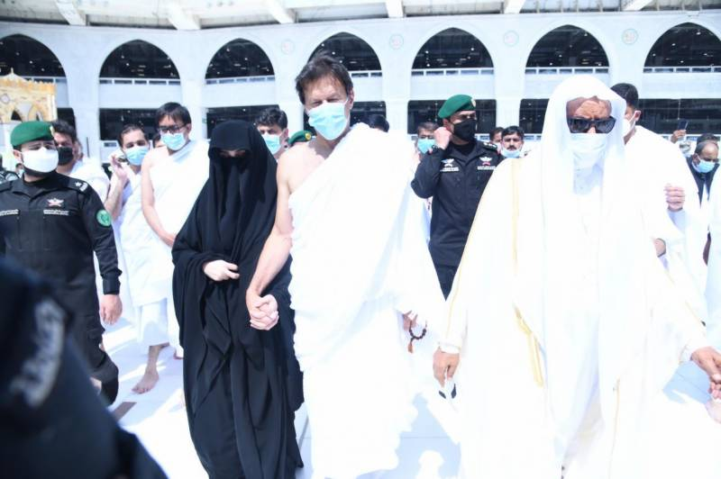 In Pics: PM Imran, wife Bushra perform Umrah