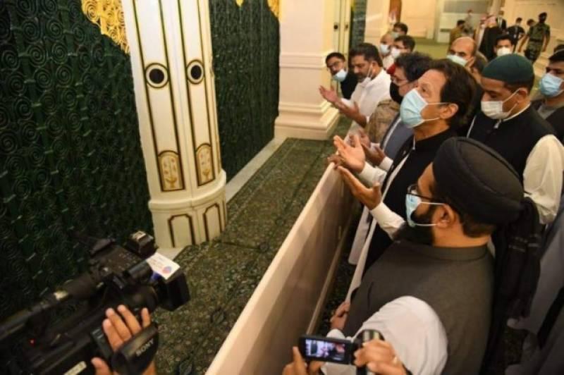PM Imran and Pakistani delegation pay respects at Masjid-e-Nabwi