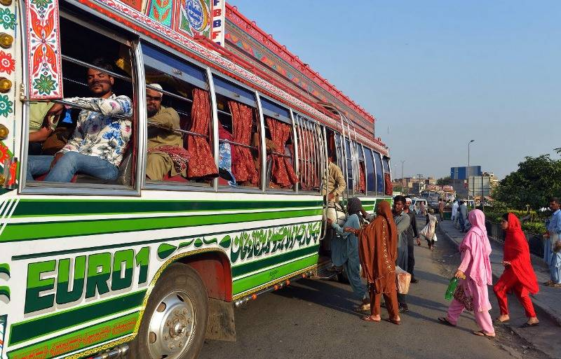 Pakistan opens public transport tomorrow, markets from Monday