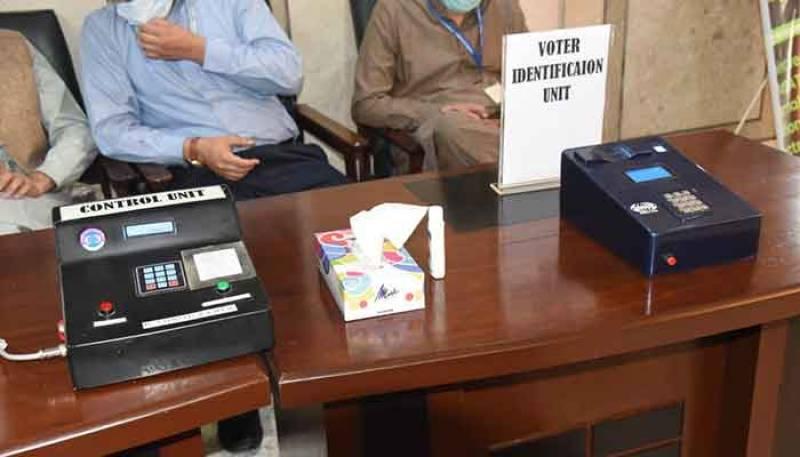 Pakistan puts indigenous electronic voting machine on display