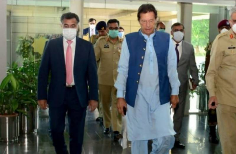 PM Imran briefed on national, regional security situation on visit to ISI headquarters