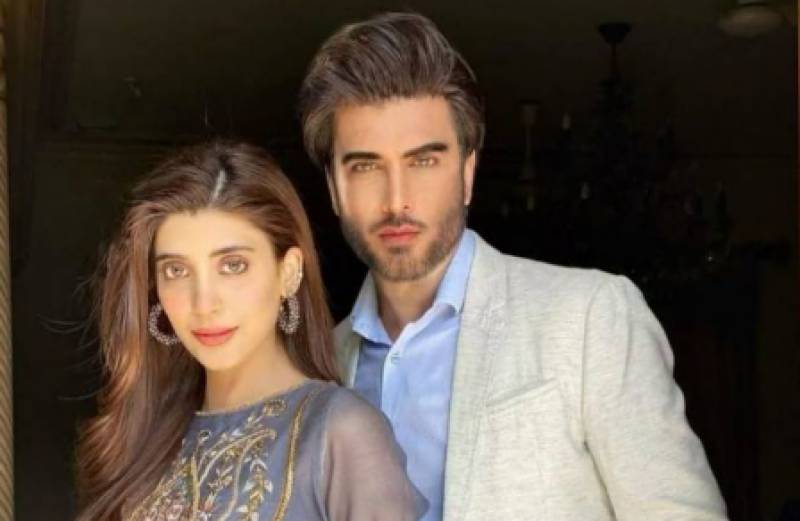 Imran Abbas and Urwa Hocane enthrall fans with melodious voice (VIDEO)