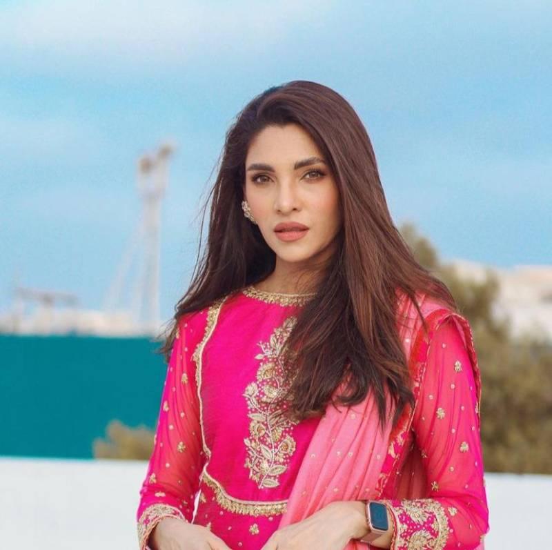 Zhalay Sarhadi claps back at troll calling her feet 'mardana'