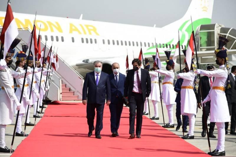 Tajik President arrives in Pakistan on two-day visit (VIDEO)
