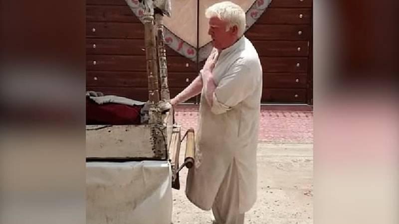 Watch: Donald Trump lookalike singing, selling ice cream in Pakistan