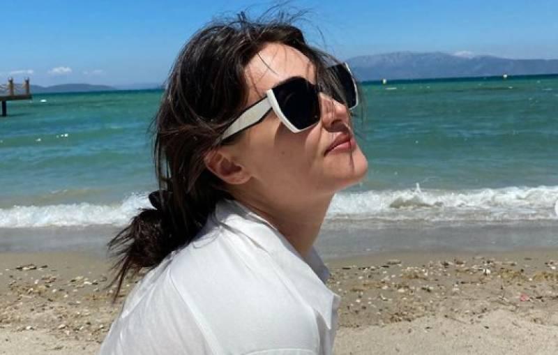 Ertugrul star Esra Bilgic leaves fans stunned with sizzling beach photos