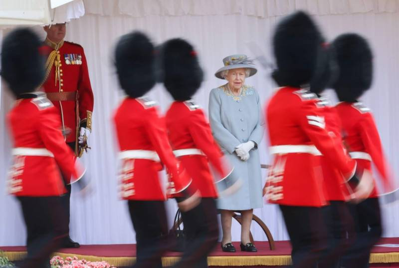 Pakistan felicitates UK on Queen's 95th official birthday