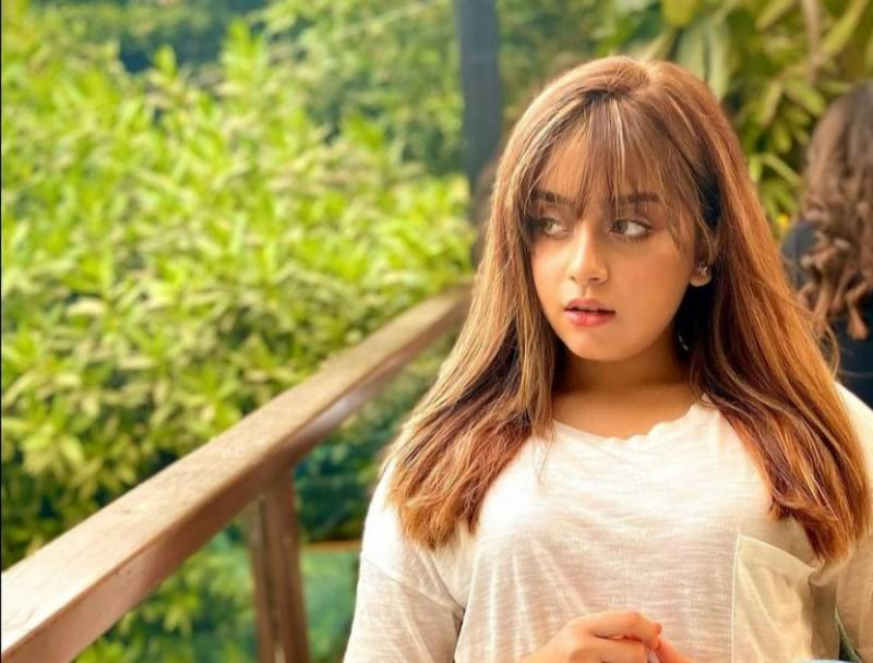 Lost Cause - Alizeh Shah is a Billie Eilish fan girl